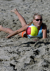 19-08-2006 VOLLEYBAL: NK BEACHVOLLEYBAL: SCHEVENINGEN<br /> Laura Dijkema<br /> ©2006-WWW.FOTOHOOGENDOORN.NL