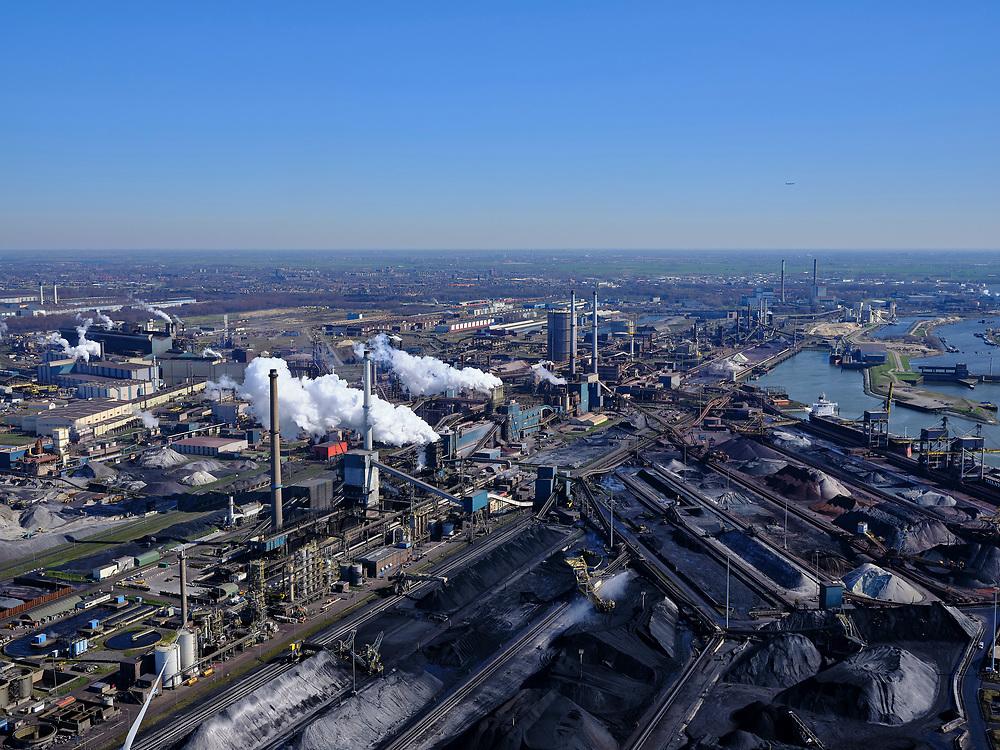 Nederland, Noord-Holland, IJmuiden, 23-03-2020; Velsen-Noord, Noorderbuitenkanaal en Hoogovenkanaal met bulk carriers voor erts en kolen van Tata Steel. Zicht op de Kooksfabriek en Pelletfabriek.<br /> Tata Steel industrial site, steel works.<br /> luchtfoto (toeslag op standaard tarieven);<br /> aerial photo (additional fee required)<br /> copyright © 2020 foto/photo Siebe Swart