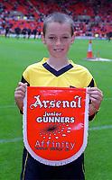 The Arsenal mascot. Sunderland 1:0 Arsenal. FA Premiership,19/8/2000. Credit Colorsport / Stuart MacFarlane.