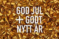 Jul- og nyttårshilsen-design med norsk tekst «God jul + godt nytt år». Hvit tekst på bakgrunn av gull gaverosetter.