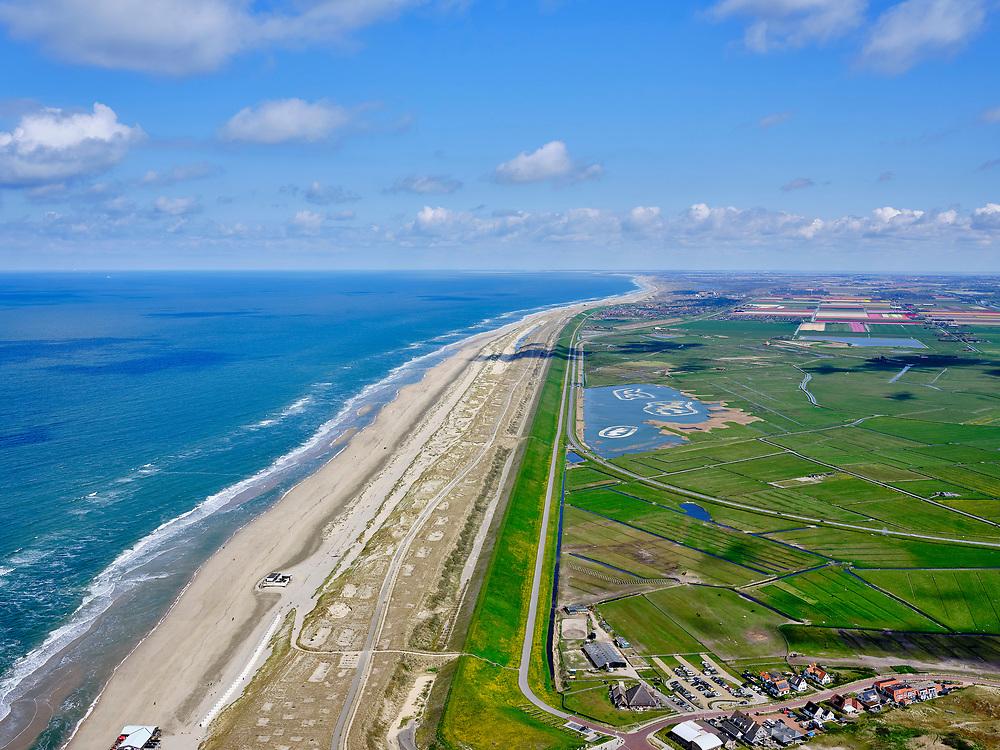 Nederland, Noord-Holland, Bergen, 07-05-2021; Camperduin, voormalige Hondsbossche Zeewering, tegenwoordig  de Hondsbossche Duinen - ontstaan doordat de oorspronkelijke zeewering met zand bedekt is . Gezien naar Petten.<br /> Camperduin, former  Hondsbossche Zeewering, nowadays de Hondsbossche Duinen - created because the original seawall was covered with sand.<br /> <br /> luchtfoto (toeslag op standaard tarieven);<br /> aerial photo (additional fee required)<br /> copyright © 2021 foto/photo Siebe Swart