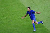 Fotball<br /> VM 2006<br /> Finale<br /> Frankrike v Italia<br /> 09.07.2006<br /> Foto: Witters/Digitalsport<br /> NORWAY ONLY<br /> <br /> Fabio Grosso Italien schiesst den eintscheidenen Elfmeter Italien Weltmeister 2006<br /> Fussball WM 2006 Finale Italien - Frankreich 6:5 n.E.