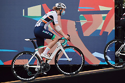 Lizzy Banks (GBR) makes her way to sign on at the 2020 La Course By Le Tour with FDJ, a 96 km road race in Nice, France on August 29, 2020. Photo by Sean Robinson/velofocus.com