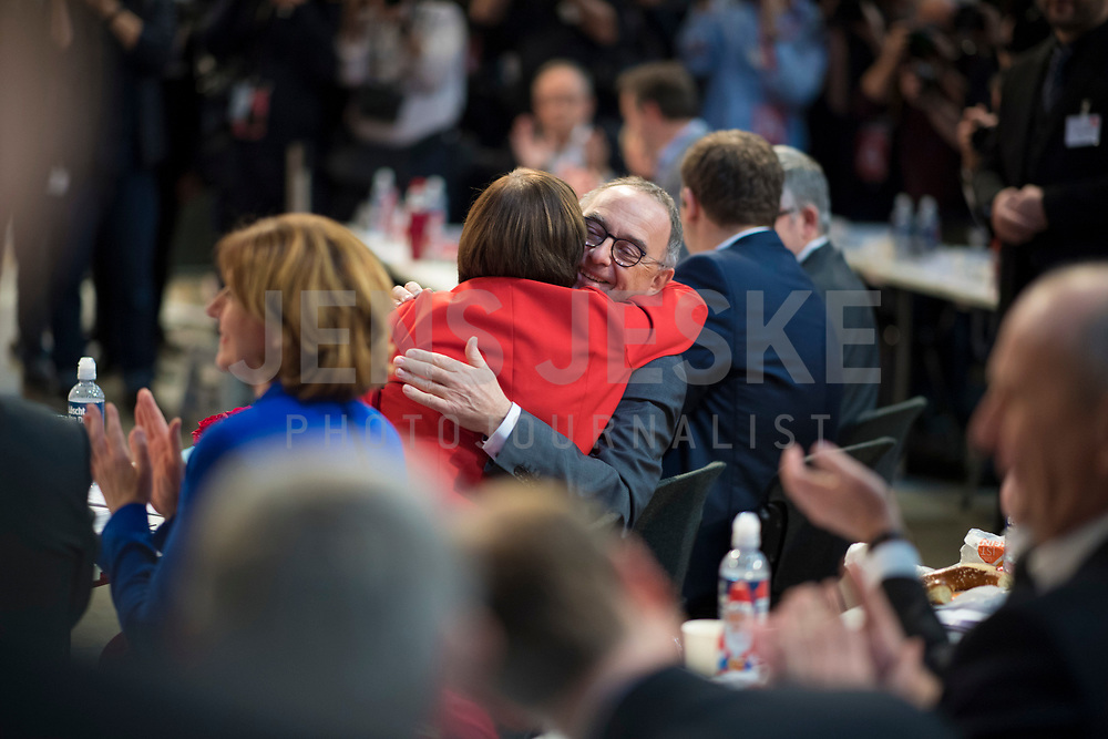 DEU, Deutschland, Germany, Berlin, 06.12.2019: Die beiden neu gewählten SPD-Parteivorsitzenden Norbert Walter-Borjans und Saskia Esken freuen sich bei der Bekanntgabe des Wahlergebnisses beim Bundesparteitag der SPD im CityCube.