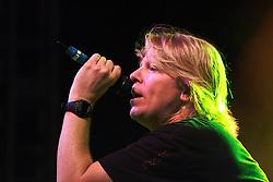 Dexter Holland, vocalista da banda norte-americana, The Offspring, durante o show do grupo em Porto Alegre, no Pepsi On Stage. FOTO: Lucas Uebel / Preview.com