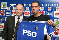 Fotball<br /> Spania 2004/2005<br /> Foto: Miguelez/Digitalsport<br /> NORWAY ONLY<br /> <br /> 20.07.2005<br /> Alfred Duro (direktør) og Celestine<br /> Getafe