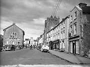 30/03/1957 <br /> Views of towns in Ireland. Main Street, Cashel, Co. Tipperary.
