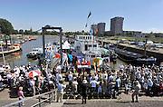 Nederland, Nijmegen, 28-5-2012Openluchtmis tgv 40 jarig jubileum aalmoezenier van Welzenes van het schipperscentrum KSCC in de Waalhaven van Nijmegen, in bijzijn van bisschop Hurkmans van  het bisdom Den Bosch.Foto: Flip Franssen