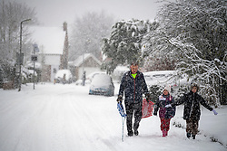 © Licensed to London News Pictures. 10/12/2017. Tring, UK. Heavy snow fall in the town of Tring in Buckinghamshire, England as parts of the south east of England are blanketed with snow for the first time this winter. Photo credit: Ben Cawthra/LNP
