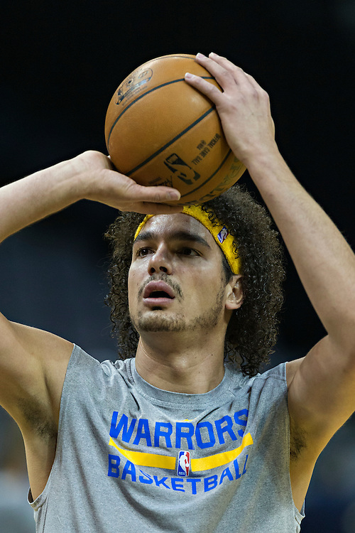 MEMPHIS, TN - DECEMBER 10:  Anderson Varejao #18 of the Golden State Warriors warming up before a game against the Memphis Grizzlies at the FedExForum on December 10, 2016 in Memphis, Tennessee.  The Grizzlies defeated the Warriors 110-89.  NOTE TO USER: User expressly acknowledges and agrees that, by downloading and or using this photograph, User is consenting to the terms and conditions of the Getty Images License Agreement.  (Photo by Wesley Hitt/Getty Images) *** Local Caption *** Anderson Varejao