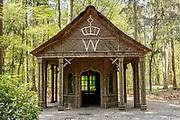 APELDOORN, 09-06-2021 , Kroondomein Het Loo<br /> <br /> Kroondomein Het Loo is een landgoed op de Veluwe, in de Nederlandse provincie Gelderland. Het is het grootste landgoed van Nederland en omvat ongeveer 10.400 hectare.<br /> <br /> Op de foto:  Willemstempel