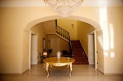 """Nel cuore del Salento sorge Villa Ciardo, un incantevole palazzo signorile di fine ottocento.<br /> Dotato di tutti i comfort, con finiture pregiate, Villa Ciardo dispone di dodici posti letto, di una raffinatissima sala eventi per Ricevimenti, Meeting e di un ampio giardino storico di circa 1800 metri quadrati, di un agrumeto di circa 800 metri quadrati e di un'elegante piscina con spazi arredati tutt'attorno.<br /> Il palazzo, di oltre 500 mq interni, è stato interamente ristrutturato nel 2011 con un accurato procedimento di conservazione della struttura muraria e dei relativi elementi decorativi. Parte dell'arredamento è stata restaurata con cura per custodire il pregio e lo stile dell'epoca ottocentesca; il risultato finale è una """"Villa"""" che unisce in maniera stupefacente la bellezza ed il fascino dell'antico con il massimo della comodità garantita dalla modernità degli impianti e dei componenti.<br /> <br /> La Villa è situata nel centro di Alessano, a pochi passi dalla magnifica Chiesa Madre e dalla storica dimora dell'amatissimo Vescovo Don Tonino Bello. Villa Ciardo è un luogo fuori dal tempo, dove il nuovo e l'antico si fondono a regalare un soggiorno da sogno, riparato nel centro storico di uno dei borghi più belli del capo di Leuca dal quale è comodo raggiungere in pochi minuti le coste, gli altri centri di questa terra e le profumate campagne."""