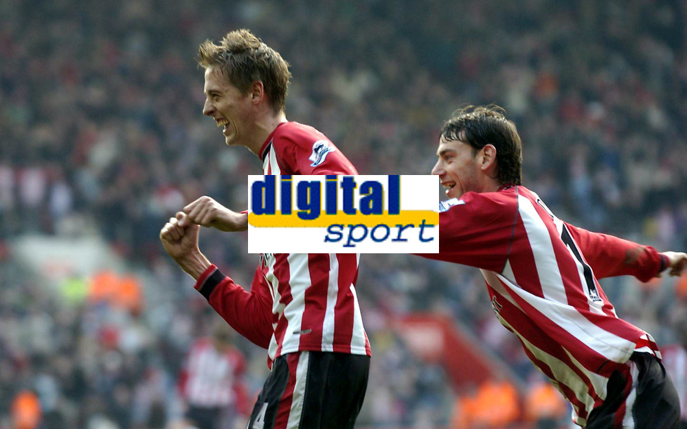 Fotball<br /> Premier League 2004/05<br /> Southampton v Everton<br /> 6. februar 2005<br /> Foto: Digitalsport<br /> NORWAY ONLY<br /> Peter Crouch celebrates his goal with Rory Delap