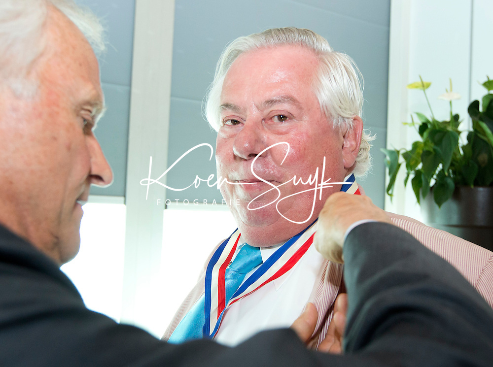 ROTTERDAM - Louis Coster is benoemd tot erelid. Algemene Leden Vergadering van de KNHB (Koninklijke Nederlandse Hockey Bond). FOTO KOEN SUYK