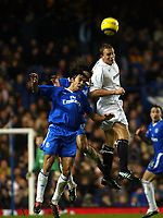 Fotball<br /> England 2004/2005<br /> Foto: SBI/Digitalsport<br /> NORWAY ONLY<br /> <br /> Chelsea v Bolton Wanderers<br /> Barclays Premiership. 20/11/2004<br /> <br /> Paulo Ferrera of Chelsea and Kevin Davies go up for an aerial ball