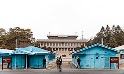 THEMENBILD - Die demilitarisierte Zone (DMZ) ist eine entmilitarisierte Zone. Sie teilt die Koreanische Halbinsel in Nord- und Südkorea und wurde nach dem drei Jahre dauernden Koreakrieg im Jahre 1953 eingerichtet. Die DMZ ist 248 Kilometer lang und ungefähr vier Kilometer breit. In ihrer Mitte verläuft die Militärische Demarkationslinie (MDL), die Grenze zwischen Nord- und Südkorea. Die DMZ wird von der aus Vertretern beider Seiten bestehenden Waffenstillstandskommission MAC (von engl. Military Armistice Commission) verwaltet. Das Betreten der DMZ ohne Genehmigung der Waffenstillstandskommission ist beiden Seiten grundsätzlich untersagt. Hier im Bild Übersicht auf die Gebäude der Joint Security Area (JSA) im Hintergrund das Verwaltungsgebäude der DPRK in Panmun GAK. Aufgenommen am 28. Februar 2018 // The Korean Demilitarized Zone (DMZ) is a strip of land running across the Korean Peninsula. It is established by the provisions of the Korean Armistice Agreement to serve as a buffer zone between the Democratic People's Republic of Korea (North Korea) and the Republic of Korea (South Korea). The demilitarized zone (DMZ) is a border barrier that divides the Korean Peninsula roughly in half. It was created by agreement between North Korea, China and the United Nations in 1953. The DMZ is 250 kilometres (160 miles) long, and about 4 kilometres (2.5 miles) wide. In the Picture: Overview of the buildings of the Joint Security Area (JSA) in the background the administrative building of the DPRK in Panmun GAK. DMZ on 28th February 2018. EXPA Pictures © 2018, PhotoCredit: EXPA/ Johann Groder