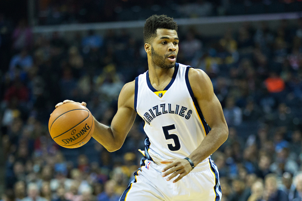 MEMPHIS, TN - DECEMBER 10:  Andrew Harrison #5 of the Memphis Grizzlies dribbles down the court during a game against the Golden State Warriors at the FedExForum on December 10, 2016 in Memphis, Tennessee.  The Grizzlies defeated the Warriors 110-89.  NOTE TO USER: User expressly acknowledges and agrees that, by downloading and or using this photograph, User is consenting to the terms and conditions of the Getty Images License Agreement.  (Photo by Wesley Hitt/Getty Images) *** Local Caption *** Andrew Harrison