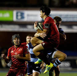 Joey Carbery of Munster claims the high ball<br /> <br /> Photographer Simon King/Replay Images<br /> <br /> Guinness PRO14 Round 4 - Cardiff Blues v Munster - Friday 21st September 2018 - Cardiff Arms Park - Cardiff<br /> <br /> World Copyright © Replay Images . All rights reserved. info@replayimages.co.uk - http://replayimages.co.uk
