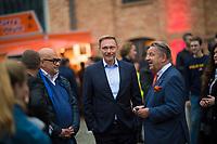 Berlin, 24.09.2021: FDP-Partei- und Fraktionschef Christian Lindner mit KPM-Eigentümer Jörg Woltmann (R) beim Wahlkampfabschluss der FDP im Hof der Königlichen Porzellan-Manufaktur (KPM).