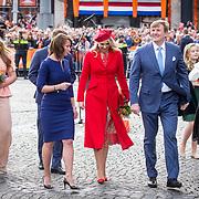 NLD/Groningen/20180427 - Koningsdag Groningen 2018, Koning Willem Alexander, Koningin Maxima en prinses Amalia, prinses Alexia, en prinses Ariane