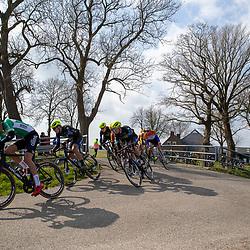 07-03-2020: Wielrennen: Ronde van Groningen: Usquert<br />Peloton onderweg in Groninger landschap