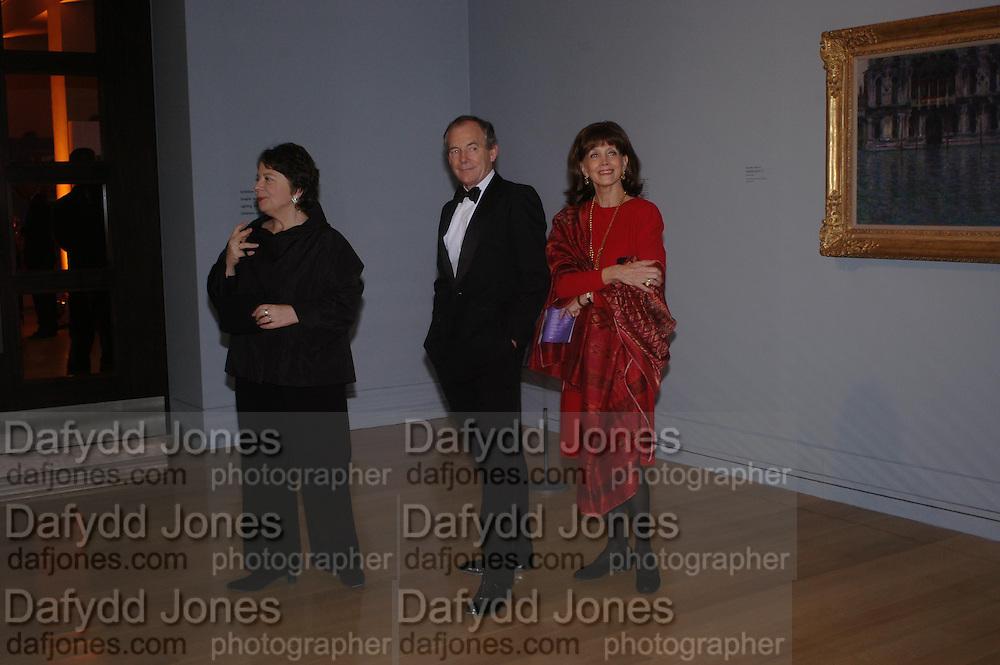 Liz Forgan, Simon Jenkins and Gail Hunnicutt. Turner Whistler Monet, exhibtion opening dinner, Tate Britain. 7 February 2005, ONE TIME USE ONLY - DO NOT ARCHIVE  © Copyright Photograph by Dafydd Jones 66 Stockwell Park Rd. London SW9 0DA Tel 020 7733 0108 www.dafjones.com