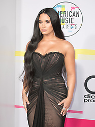 November 19, 2017 - Los Angeles, California, U.S - Demi Lovato on the Red Carpet of the 2017 American Music Awards held on Sunday, November 19, 2017 at the Microsoft Theatre in Los Angeles, California. (Credit Image: © Prensa Internacional via ZUMA Wire)