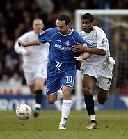Fotball<br /> FA-cup 2005<br /> Oldham Athletic v Bolton Wanderers<br /> 30. januar 2005<br /> Foto: Digitalsport<br /> NORWAY ONLY<br /> Oldham's John Eyre (L) holds off Bolton goalscorer Ricardo Vaz Te