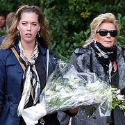 NLD/Leusden/20120920- Uitvaart Joop van Tellingen, Hannie