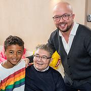 NLD/Muiden/20180325 - Boekpresentatie koken met Shane Kluivert, met zijn opa en oom George