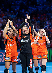 16-12-2018 FRA: Women European Handball Championships bronze medal match, Paris<br /> Romania - Netherlands 20-24, Netherlands takes the bronze medal / Delaila Amega #14 of Netherlands, .Tess Wester #33 of Netherlands, Lynn Knippenborg #11 of Netherlands