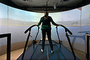 Nederland, Nijmegen, 16-10-2014Grail-training, een interactieve looptraining voor patiënten die na een beroerte moeten revalideren. Ze oefenen dan levensechte situaties, zoals wandelen in de stad, in een bos, staan in een drukke bus. Bij de Maartenskliniek.FOTO: FLIP FRANSSEN/ HOLLANDSE HOOGTE