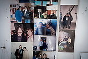 20180525/ Javier Calvelo - adhocFOTOS/ URUGUAY/ MONTEVIDEO/ Entrevita a Guillermo Bohm, fotógrafo apodado El Paparazzi, en su casa del barrio Colón de Montevideo. <br /> En la foto:  Guillermo Bohm en su casa de Colón. Foto: Javier Calvelo /  adhocFOTOS