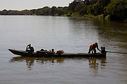Ibiai_MG, Brasil...Rio Sao Francisco, o rio da integracao nacional. ..The Sao Francisco river, It is an important river for Brazil, called the river of national integration...Foto: LEO DRUMOND / NITRO
