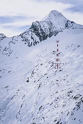THEMENBILD - Gondel der Gipfelbahn am Skigebiet Kitzsteinhorn, aufgenommen am 21. Oktober 2020 in Kaprun, Österreich // Gondola of the Gipfelbahn at the Kitzsteinhorn ski resort, Kaprun, Austria on 2020/10/21. EXPA Pictures © 2020, PhotoCredit: EXPA/ JFK
