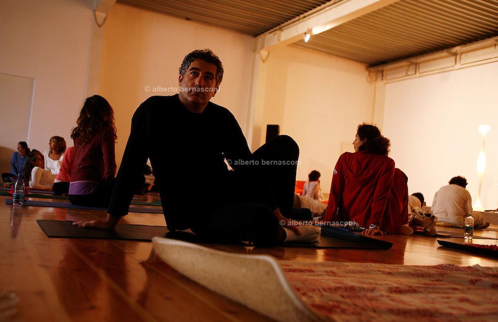 Milano, festival dello yoga al superstudio,  rilassamento prima della lezione....Milan, yoga festival,relaxing before yoga lesson