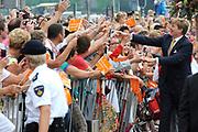 Zijne Majesteit Koning Willem-Alexander en Hare Majesteit Koningin Máxima bezoeken de provincie Flevoland.Koning en Koningin maken Korte wandeling naar Beursstraat in Emmeloord en bekijken een optreden door Dansschool Artistique<br /> <br /> His Majesty King Willem-Alexander and Máxima Her Majesty Queen visits the province of Flevoland.King and Queen make Short walk to Fair Street in Emmeloord and see a performance by Dance School Artistique