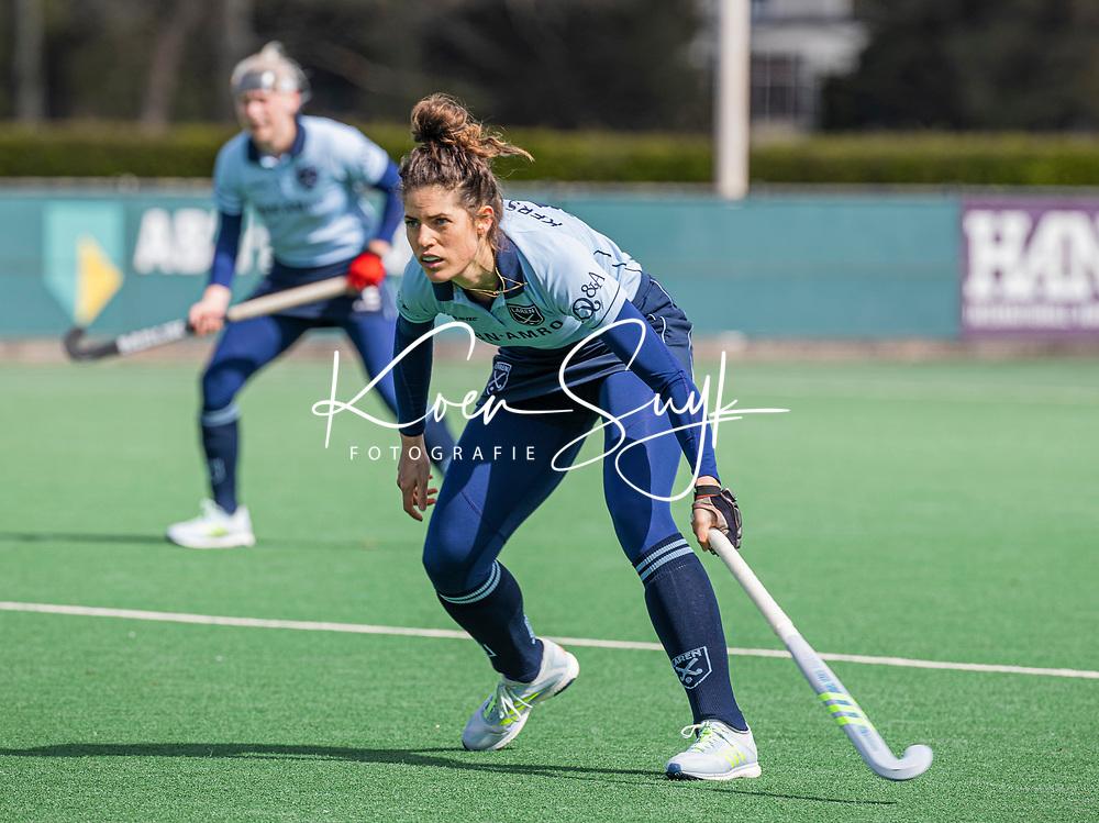 BLOEMENDAAL - Maxime Kerstholt (Laren)  tijdens de hoofdklasse hockeywedstrijd dames , Bloemendaal-Laren (5-1). . COPYRIGHT KOEN SUYK