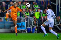 05-04-2019 NED: Netherlands - Mexico, Arnhem<br /> Friendly match in GelreDome Arnhem. Netherlands win 2-0 / Shanice van de Sanden #7 of The Netherlands, Jimena Lopez #5 of Mexico