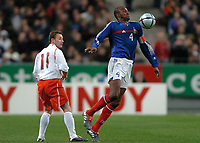 Fotball<br /> Privatlandskamp<br /> Frankrike v Polen<br /> 17. november 2004<br /> Foto: Digitalsport<br /> NORWAY ONLY<br /> PATRICK VIEIRA (FRA) / TOMASZ FRANKOWSKI (POL)
