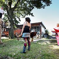 Nederland, Amsterdam , 14 juli 2010..Oudste kunstenaarsbroedplaats broedplaats Fort Knox op Zeeburgereiland moet verdwijnen..Oldest creative breeding place Fort Knox in Amsterdam has to stop.
