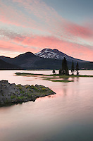 Sparks Lake at sunset, Deshutes National Forest, Oregon Cascades