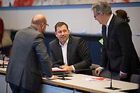 DEU, Deutschland, Germany, Berlin, 12.02.2019: SPD-Generalsekretär Lars Klingbeil (M) und Martin Schulz (SPD) bei der Fraktionssitzung der SPD im Deutschen Bundestag.