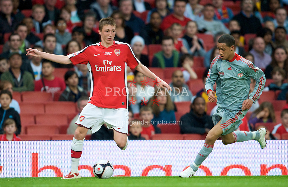 LONDON, ENGLAND - Friday, May 22, 2009: Liverpool's Thomas Ince in action against Arsenal's Luke Ayling during the FA Youth Cup Final 1st Leg match at the Emirates Stadium. (Photo by David Rawcliffe/Propaganda)