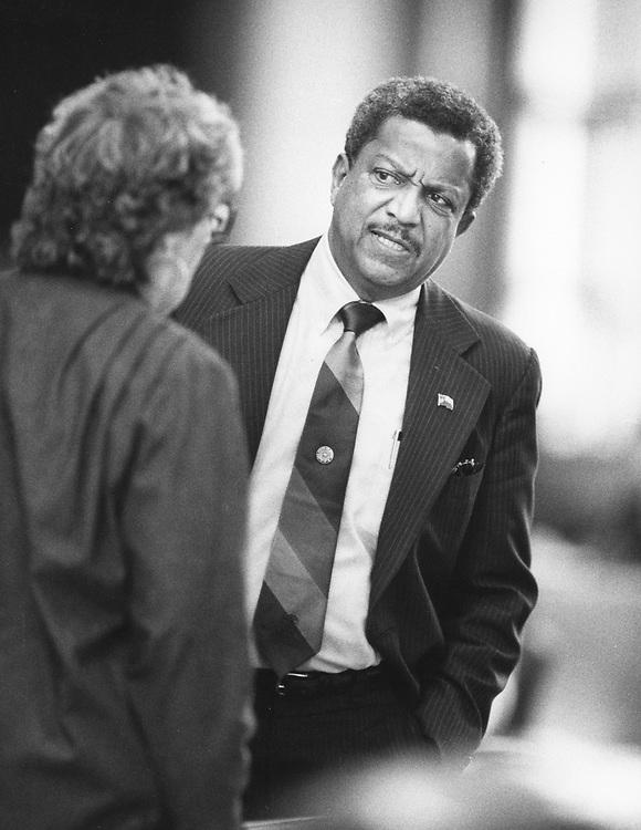 ©1989  Texas House member Al Price, D-Houston, in debate