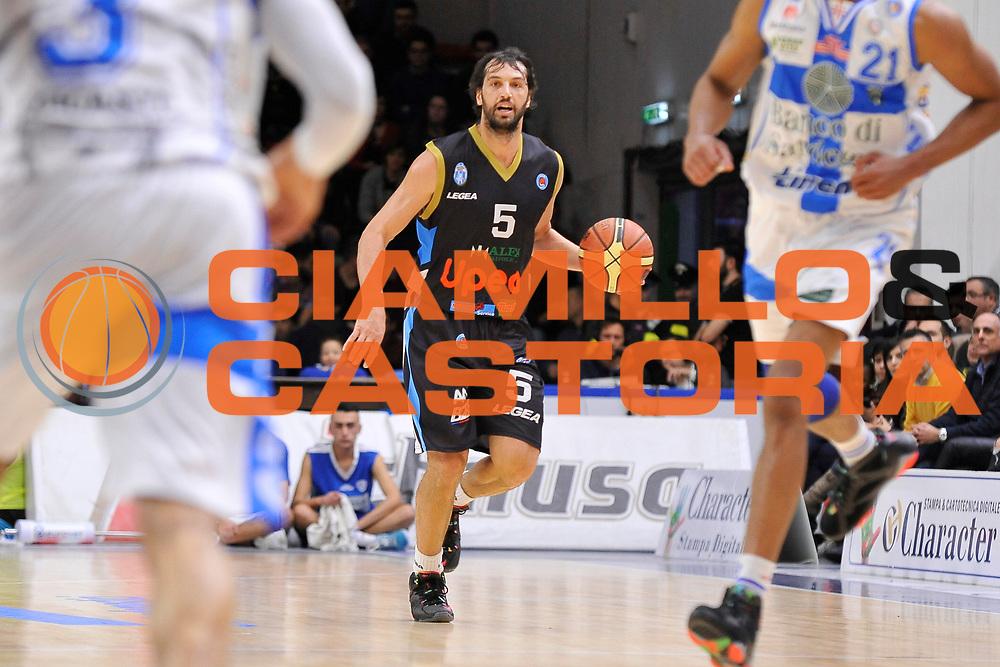 DESCRIZIONE : Campionato 2014/15 Serie A Beko Dinamo Banco di Sardegna Sassari - Upea Capo D'Orlando <br /> GIOCATORE : Gianluca Basile<br /> CATEGORIA : Palleggio Controcampo<br /> SQUADRA : Upea Capo D'Orlando<br /> EVENTO : LegaBasket Serie A Beko 2014/2015 <br /> GARA : Dinamo Banco di Sardegna Sassari - Upea Capo D'Orlando <br /> DATA : 22/03/2015 <br /> SPORT : Pallacanestro <br /> AUTORE : Agenzia Ciamillo-Castoria/C.Atzori <br /> Galleria : LegaBasket Serie A Beko 2014/2015