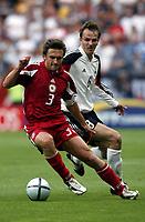Fotball<br /> Euro 2004<br /> Portugal<br /> 19. juni 2004<br /> Foto: Dppii/Digitalsport<br /> NORWAY ONLY<br /> Tyskland v Latvia 0-0<br /> VITALIJS ASTAFJEVS (LAT) / DIETMAR HAMANN (GER)