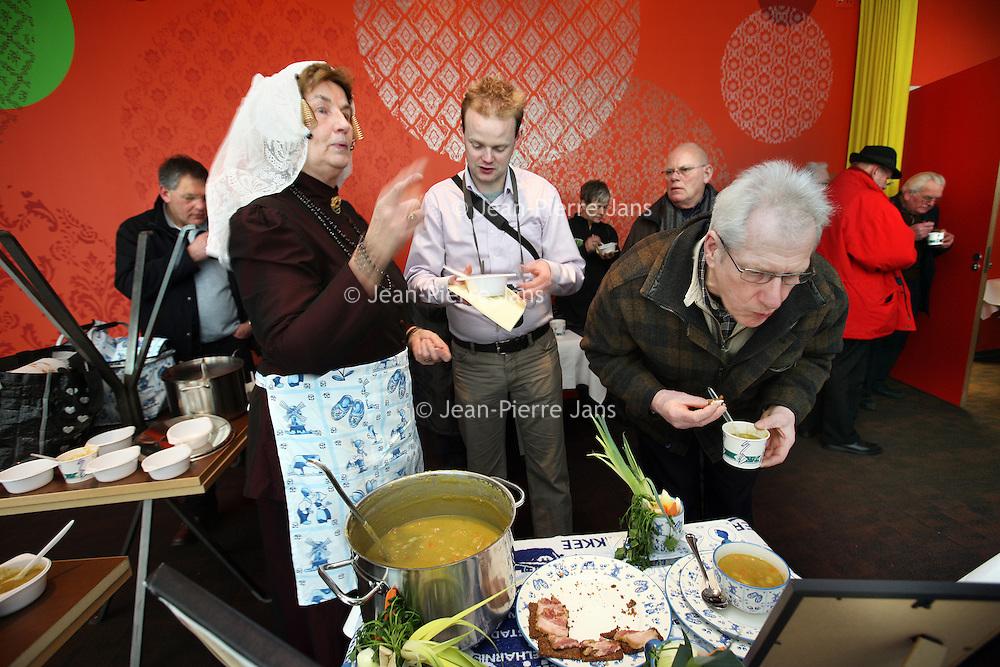 Nederland, Groningen , 12 februari 2010..Wereldkampioenschap Snertkoken en het Wereldkampioenschap Stamppotkoken is op 12 februari 2010 om 9.00 uur in het Noorderpoort College, EUROBORG, van Boumaboulevard 113 te Groningen..Foto:Jean-Pierre Jans