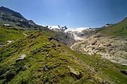 Glacier moraine with glacier (Schlatenkees, Großvenediger) in the background. High Tauern National Park (Nationalpark Hohe Tauern), Central Eastern Alps, Austria | Ufermoräne, Moränenwall mit Blick auf das Schlatenkees ein Gletscher am Großvenediger in der Venedigergruppe. Nationalpark Hohe Tauern, Osttirol in Österreich