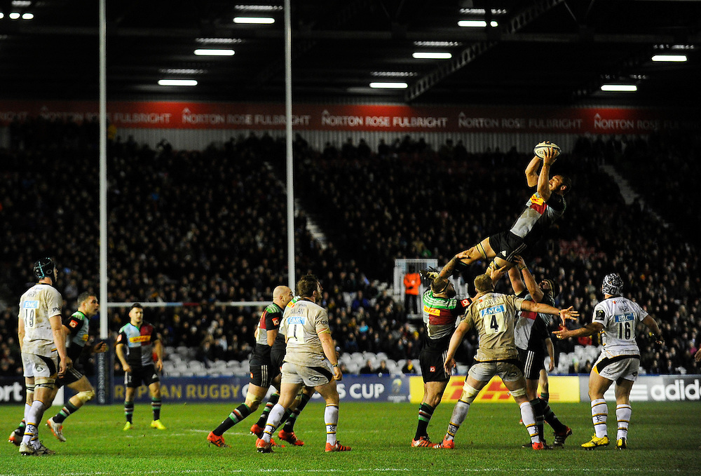 Harlequins' Chris Robshaw wins line out ball<br /> <br /> Photographer Ashley Western/CameraSport<br /> <br /> Rugby Union - European Rugby Champions Cup - Pool 2 - Harlequins v Wasps - Saturday 17th January 2015 - The Stoop - London<br /> <br /> © CameraSport - 43 Linden Ave. Countesthorpe. Leicester. England. LE8 5PG - Tel: +44 (0) 116 277 4147 - admin@camerasport.com - www.camerasport.com